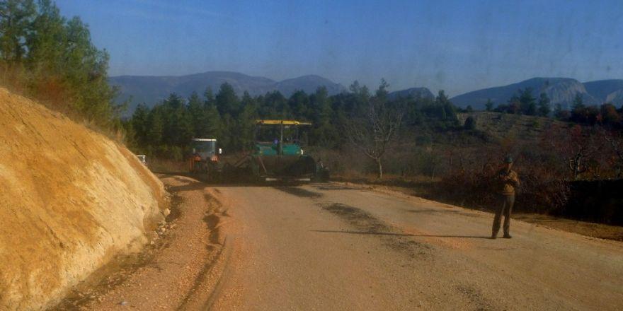 Köy Yolu Asfalt Oluyor