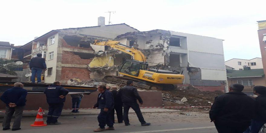 İş Makinesi Yanlış Binayı Yıktı