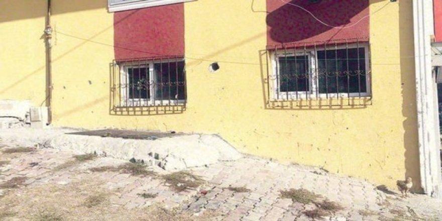 İstanbul'da elleri ve ayakları zincirle bağlanmış 57 kişi bulundu