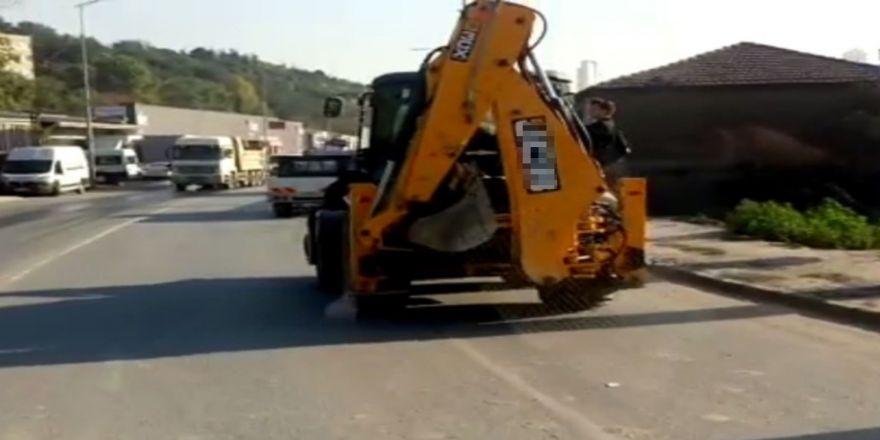 Öğrenciler Okula İş Makinesiyle Götürüldü