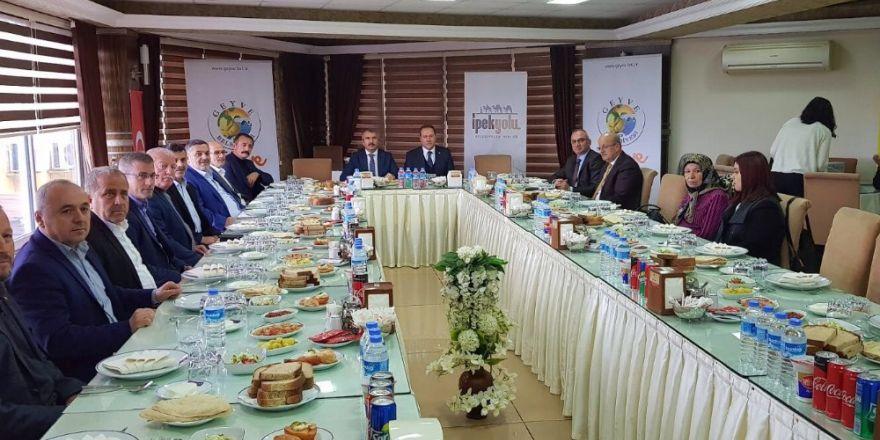 Başkan Yılmazer, İpekyolu Belediyeler Birliği Toplantısına Katıldı
