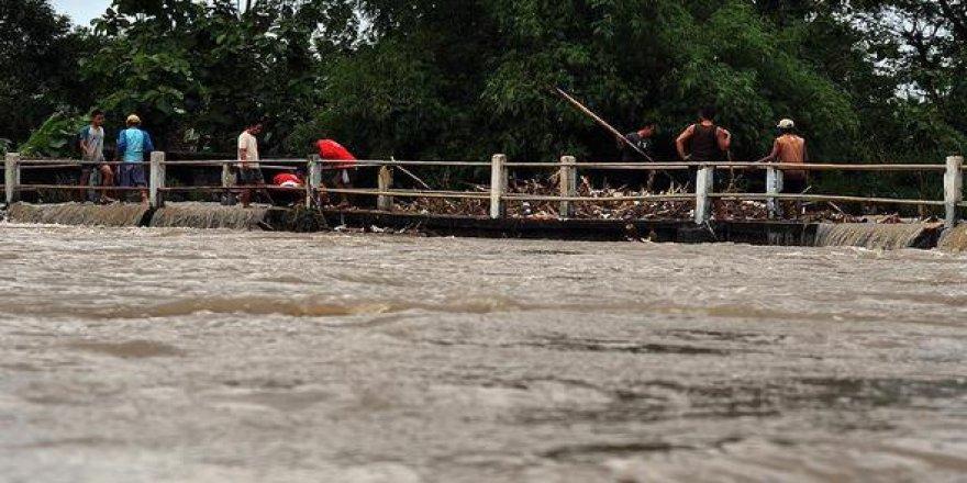 Endonezya'da ölü sayısı 21'e yükseldi