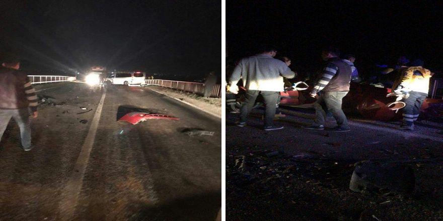 Minibüs ile otomobil çarpıştı: 1 ölü, 8 yaralı