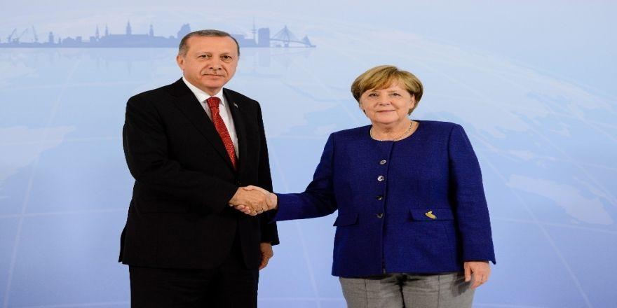 Cumhurbaşkanı Erdoğan, Merkel İle Suriye'yi Görüştü