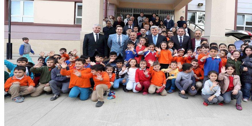 Başkan Karaosmanoğlu'ndan okullara ziyaret