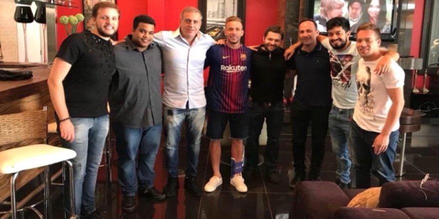 Bu fotoğraftan sonra FIFA'lık oldular