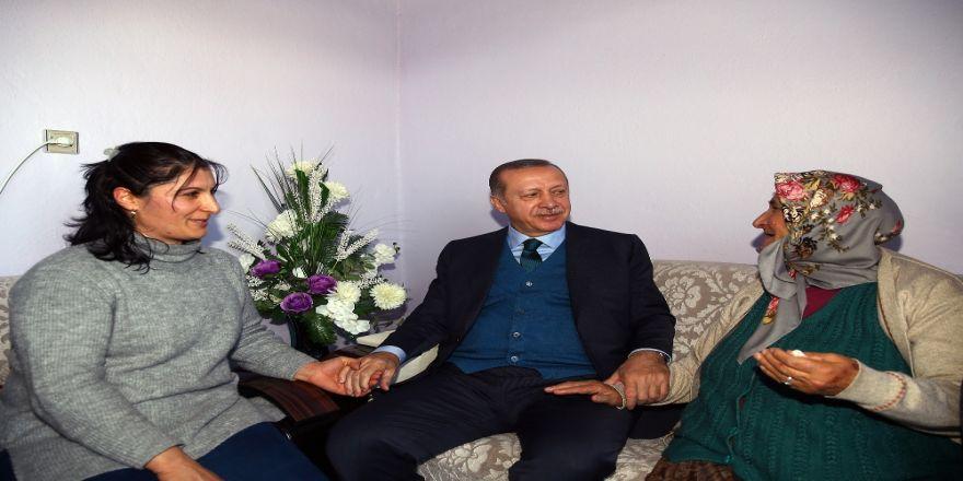 Erdoğan, O Aileyi İkinci Kez Ziyaret Etti