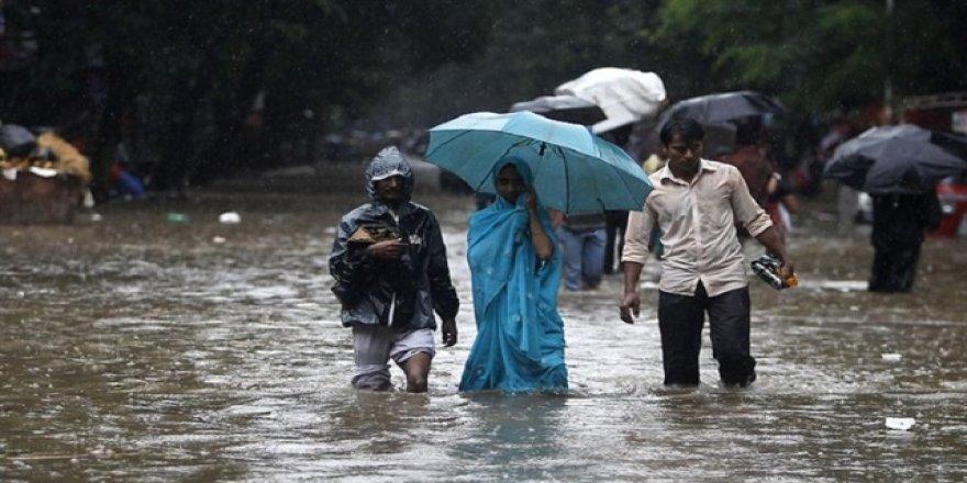 Hindistan'daki fırtınada ölenlerin sayısı 12'ye yükseldi