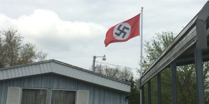 Kışlada 'Nazi' bayrağına tepki