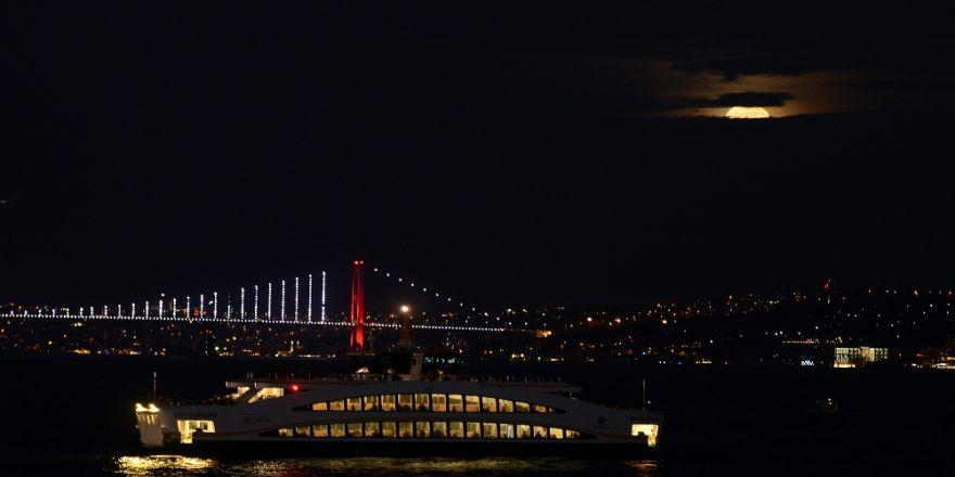 ''Süper Ay'' İstanbul'dan İzlendi