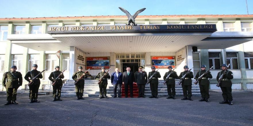 Erdoğan'dan Tugay Komutanlığına Ziyaret