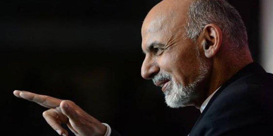 Afganistan Devlet Başkanı kadınlardan özür diledi