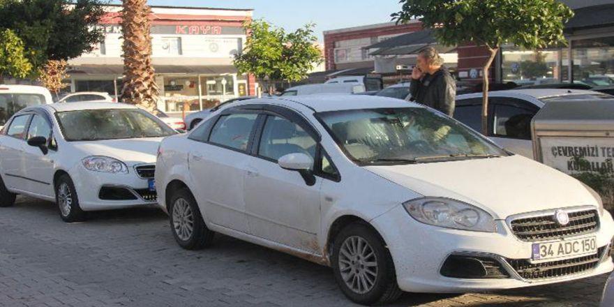 İkiz plakalı araçlar art arda park edince...