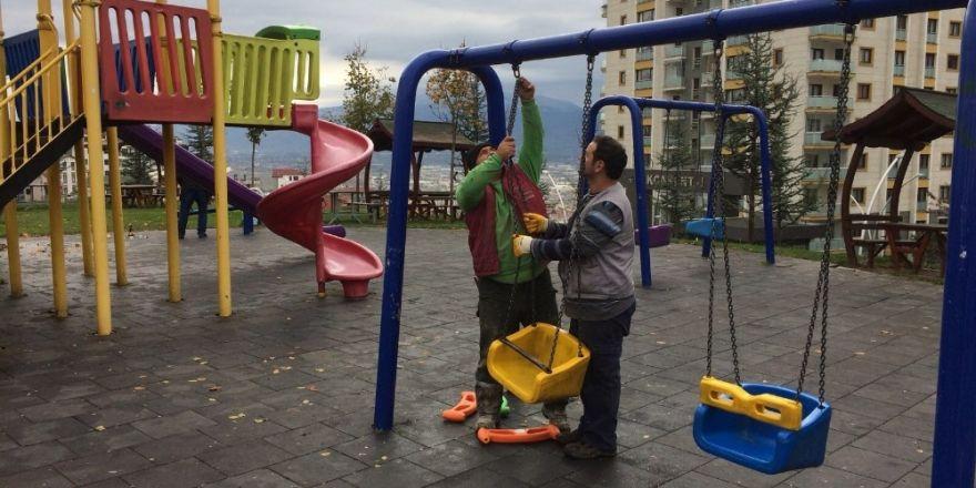 Kocaeli'de parklarda periyodik bakım yapılıyor