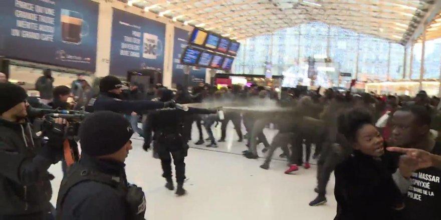 Paris'te polisin biber gazlı müdahalesi