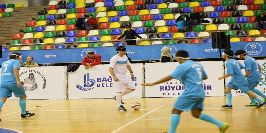 A Milli Futbol Takımı eski futbolcularından engelsiz maç