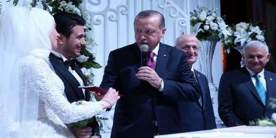 İlk resmi müftü nikahının şahidi Erdoğan oldu