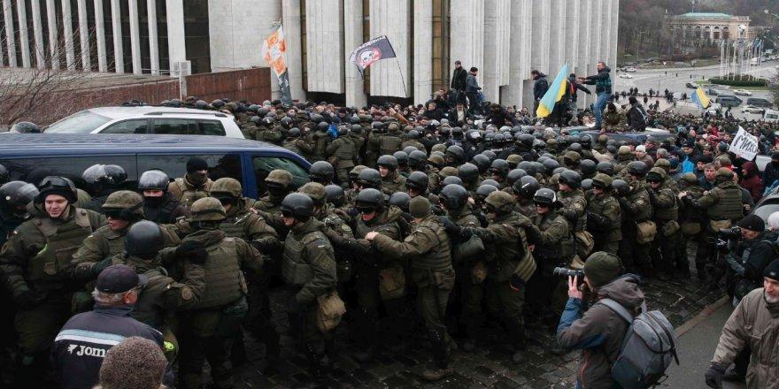 Saakaşvili Ukrayna'yı karıştırdı