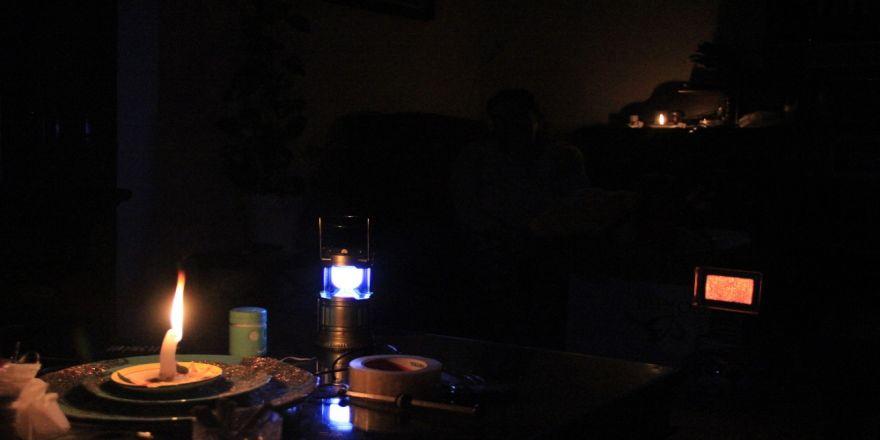 Elektrik, su ve doğalgazları kesildi