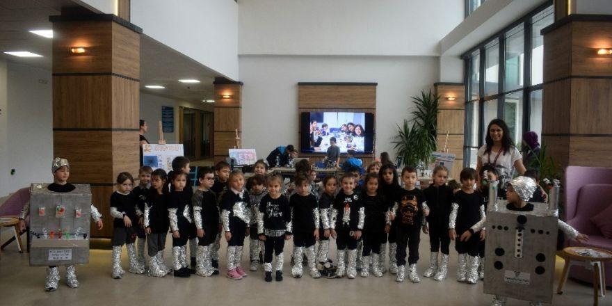Öğrenciler yaptıkları kodlamayla robotları dans ettirdi