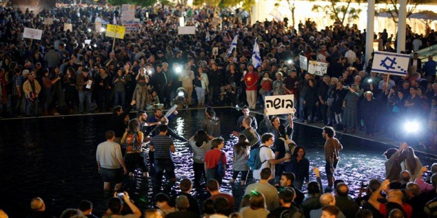 On binlerce İsrailli Netanyahu'ya karşı sokakta