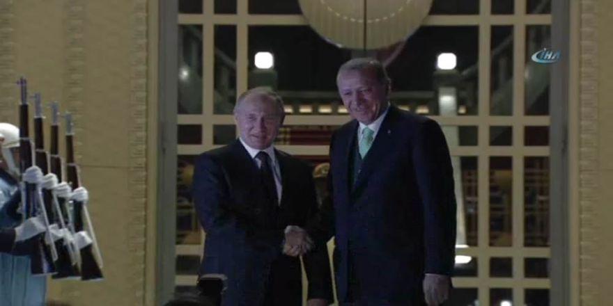 Cumhurbaşkanı Erdoğan, Putin'i Külliyede karşıladı