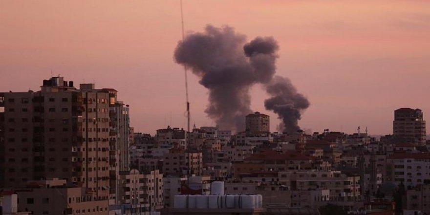 İsrail, Gazze Şeridi'ni bombaladı