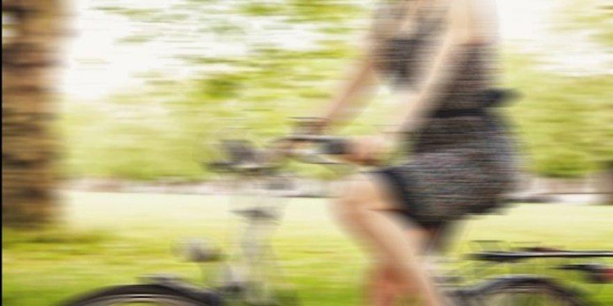 Bisiklete binen kadınlara saldırı