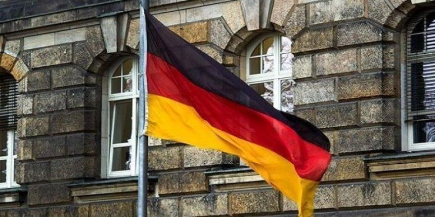 Afgan genç Alman kadını bıçakladı