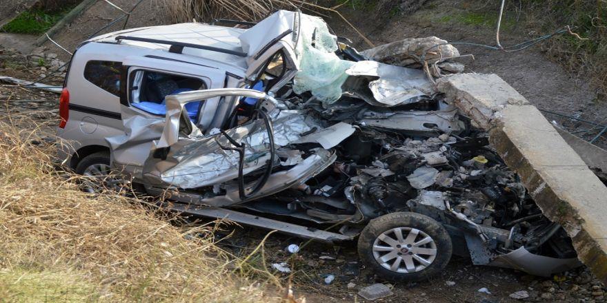 Çocuk sürücü kaza yaptı: 2 ölü