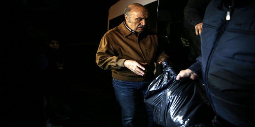 Çapkın'ın elindeki siyah çöp poşeti dikkat çekti