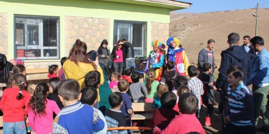 Öğretim görevlileri çocuklarla bir araya geldi