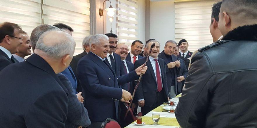 Başbakan Yıldırım'a Devrek bastonu hediye edildi