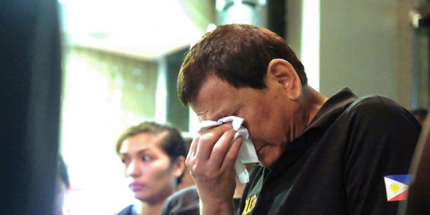Duterte gözyaşlarını tutamadı