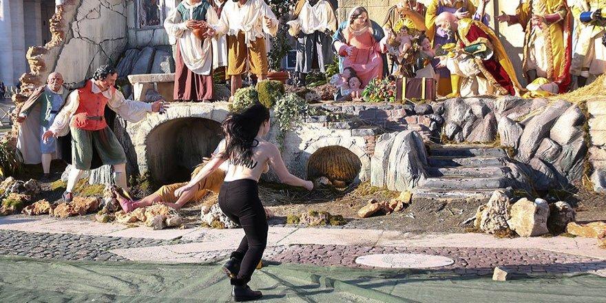 Vatikan'da Femen şoku!
