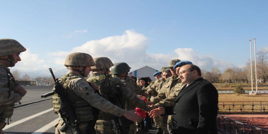 Komandolar Suriye'ye  dualarla uğurlandı