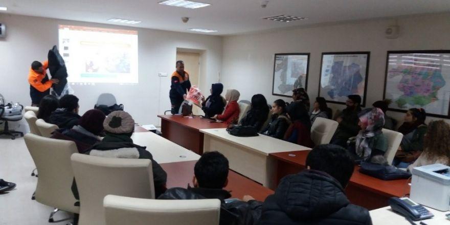 Üniversite öğrencilerine AFAD gönüllülük eğitimi
