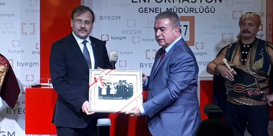 """Çavuşoğlu, """"BYEGM Arşivinden Ankara Fotoğrafları Sergisi""""ne katıldı"""