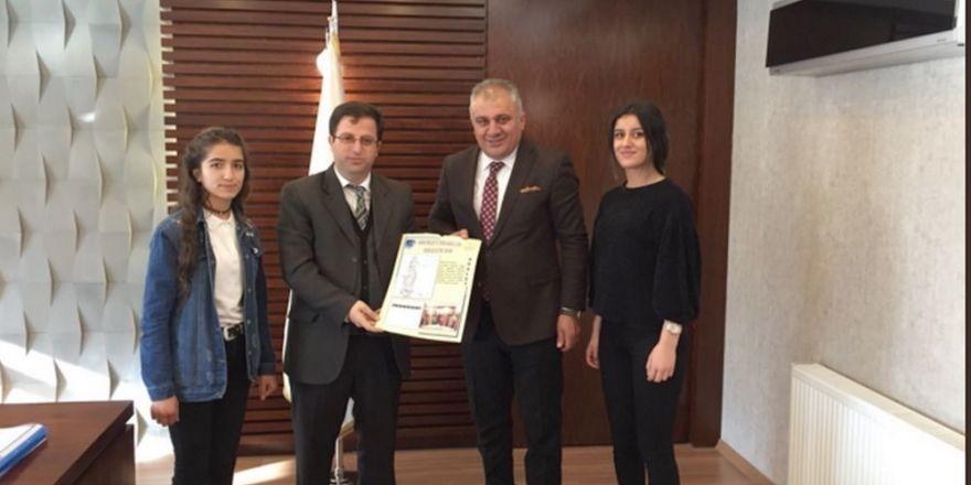 Müdür Durgun'a 'Özel 2018 Takvimi' hediye edildi