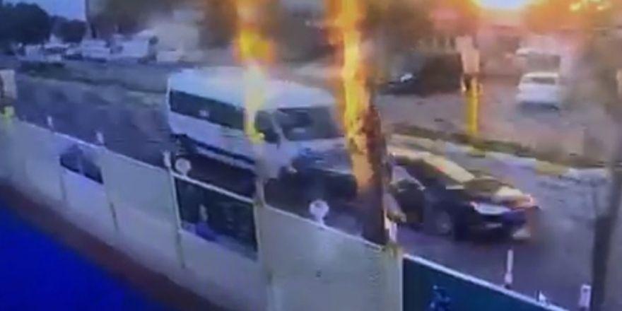 Beylikdüzü'nde okul servisi kazası güvenlik kamerasında