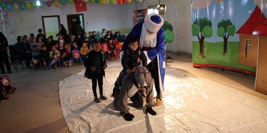 Midyat'ta mülteci çocuklar için tiyatro gösterisi yapıldı
