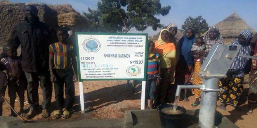 Özbek vatandaşından Nijer'de su kuyusu