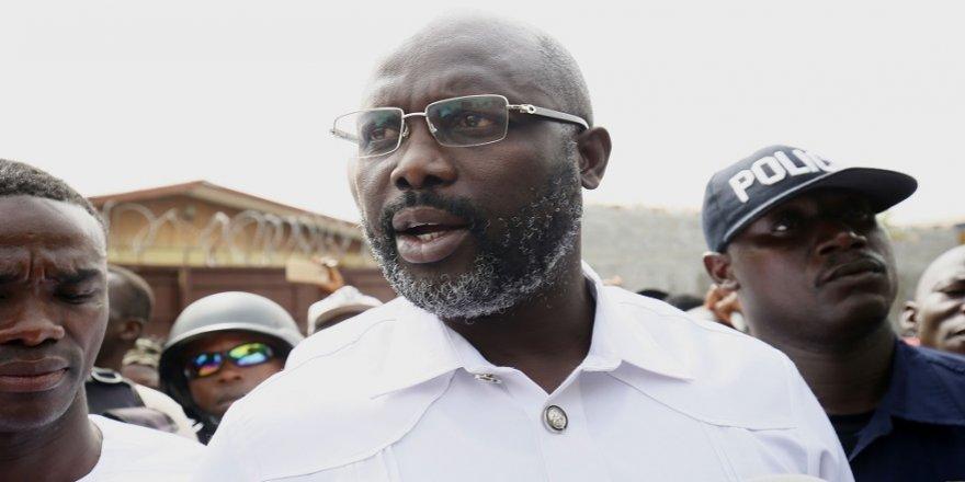 Eski futbolcu, Liberya Devlet Başkanı oldu