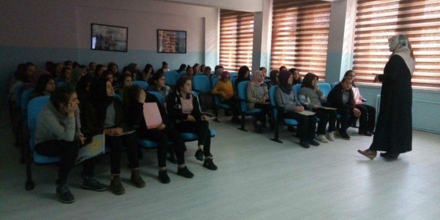 Lise öğrencilerine kişisel gelişim semineri