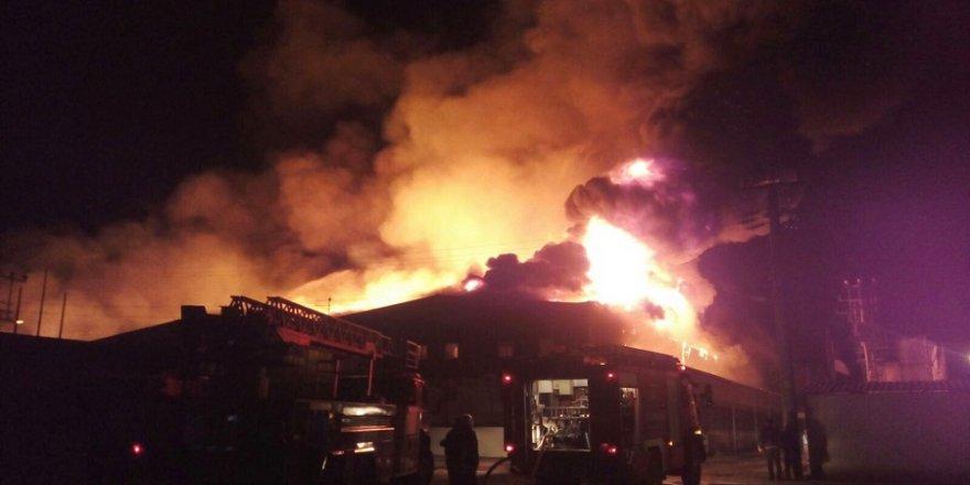 Fabrika yangını kontrol altına alındı