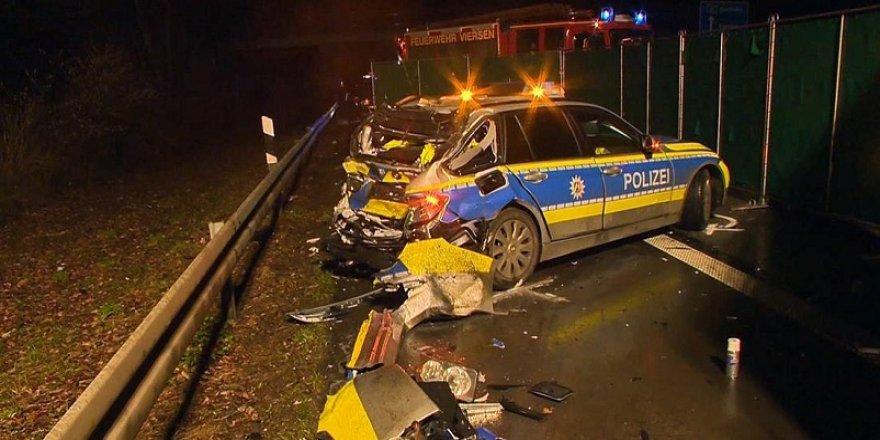 Tır, polis aracına çarptı: 1 ölü