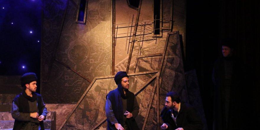 Ümraniye'de sahnelenen 'Alamut' tiyatro oyununa yoğun ilgi