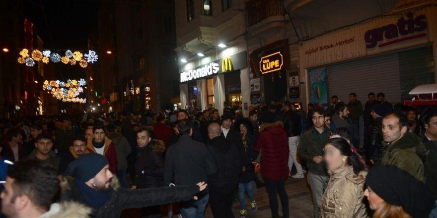 Taksim'de iki kadını taciz eden iki kişi yakalandı