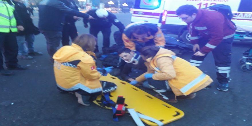 Kutlamalar sonrası trafiğe açılan Kızılay'da yılın ilk kazası