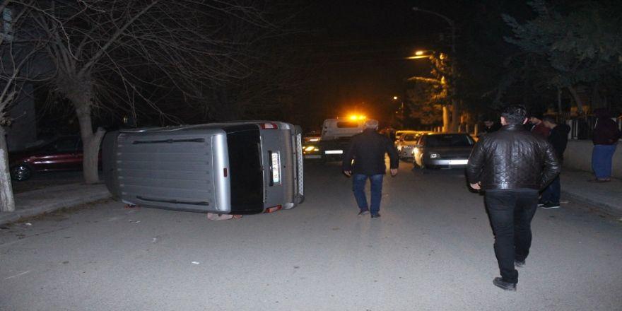 Hafif ticari araçlar çarpıştı: 1 yaralı